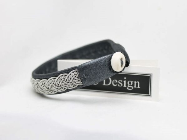 Sami bracelet in reindeer leather color Black Perlato