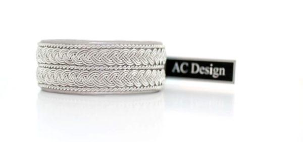 Sami bracelet in reindeer leather color Old Silver.