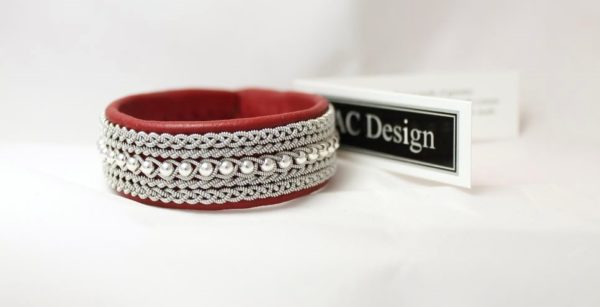 Sami bracelet MIST in Red reindeer leather color