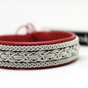 Sami bracelet in Red reindeer leather.
