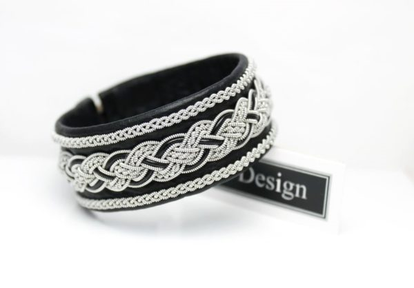 Sami bracelet *Delling in black reindeer leather colour.