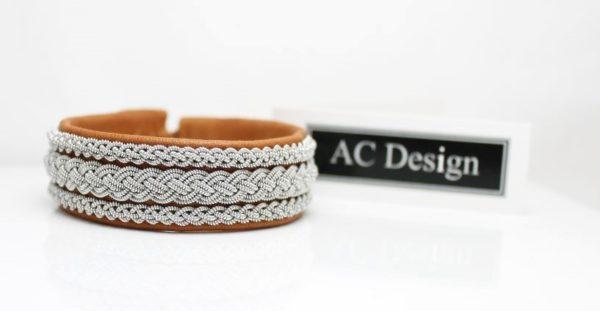 Sami bracelets *VIMUR in reindeer leather Muscade.