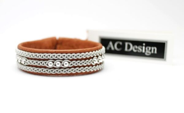 Sami bracelet in Nature brown reindeer leather.