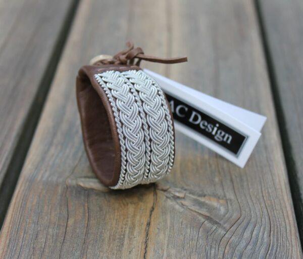 Sami bracelet LOFAR in reindeer leather color Dark Caramel
