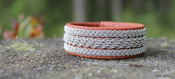 Sami bracelet Bolm in reindeer leather.