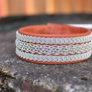 Sami bracelet Bolm in reindeer leather.