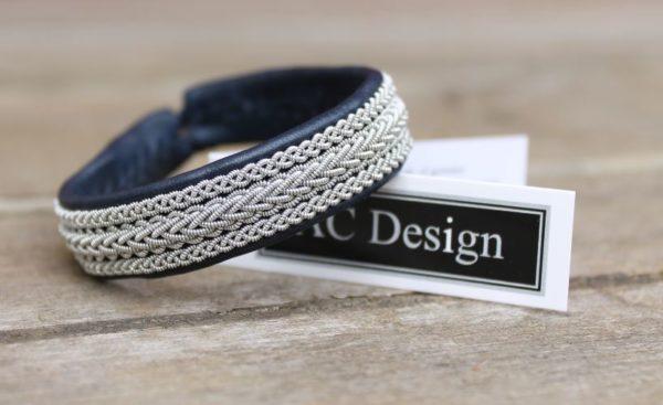 Sami bracelet Vinge in Marine Blue reindeer leather.