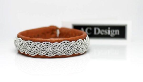 Sami bracelet in Nature Brown reindeer leather.