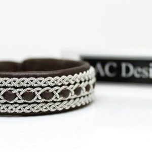 Sami bracelet in dark brown leather.
