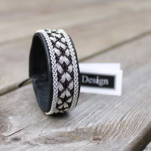 Sami bracelet in black reindeer leather.