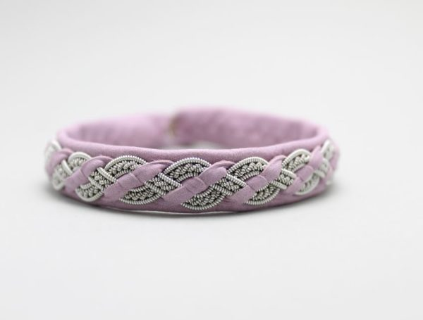 Sami bracelet in reindeer leather color Orchid Haze